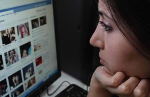 How-to-Help-A-Friend-Or-Someone-Caught-By-Depression-On-Facebook