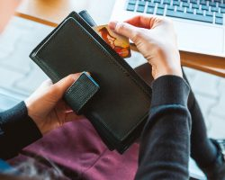 Why Should You Use Your Credit Card When You Travel?